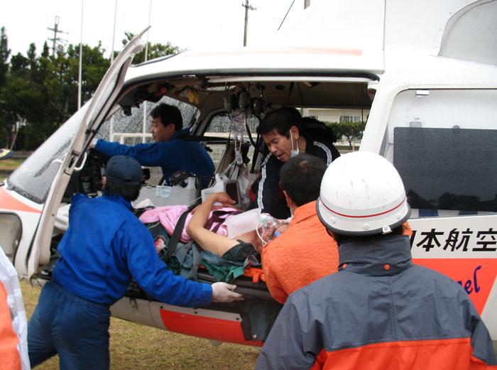 「どこへ行く島の救急ヘリ」より